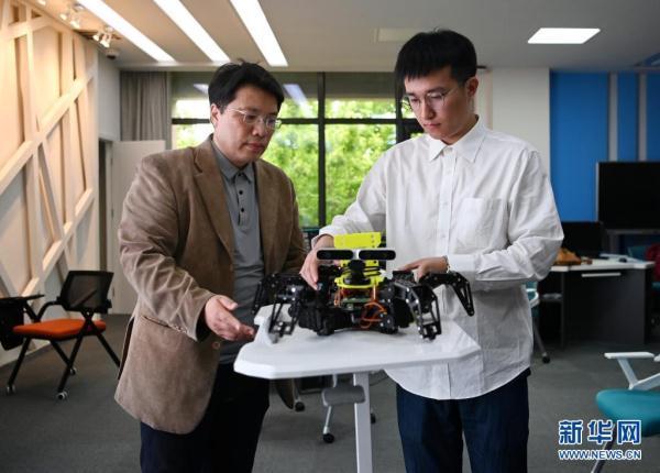 """新华全媒+丨频上""""热搜""""的人工智能专业 学什么?怎么学?  人工智能 第2张"""
