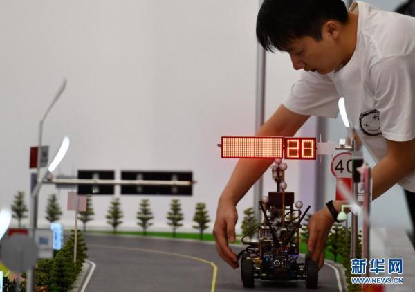 """新华全媒+丨频上""""热搜""""的人工智能专业 学什么?怎么学?  人工智能 第3张"""